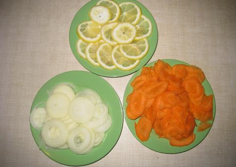 Фарширование щуки овощами для дальнейшего запекания в духовке