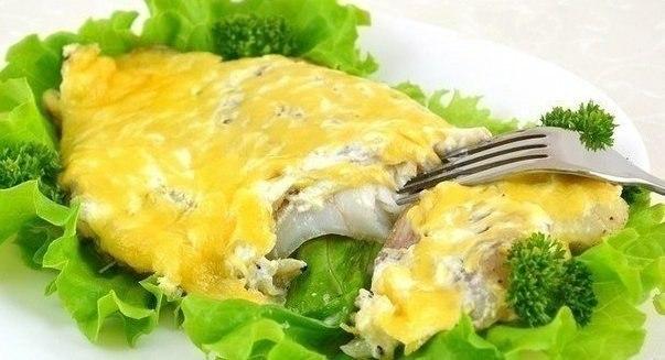 Как вкусно запечь рыбу в сметане на ужин