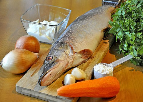 Щука в духовке в фольге с овощами