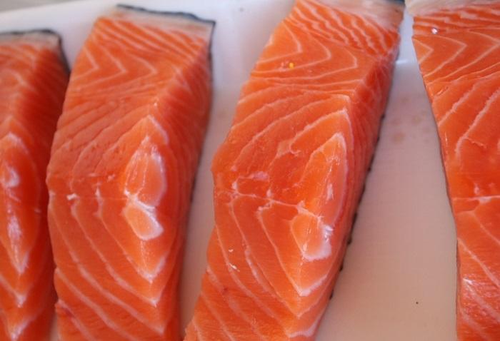 Каквкуснопотушить красную рыбу на сковороде