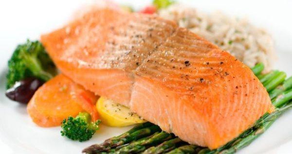 аппетитный рыбный стейк