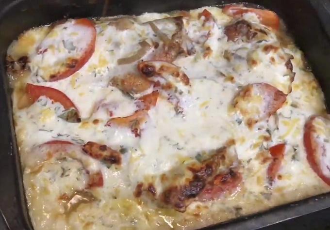 Готовое блюдо с морским окунем под сметаной
