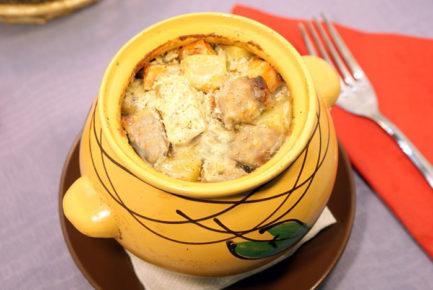 Горбуша с картофелем и овощами в горшочках