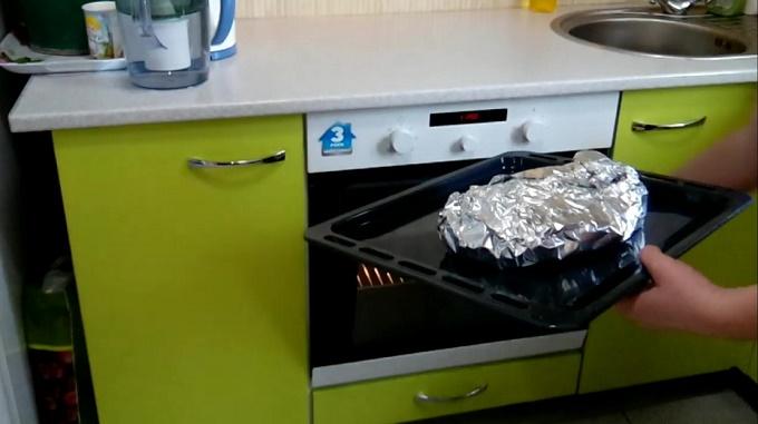 Запекаем рыбу в духовке