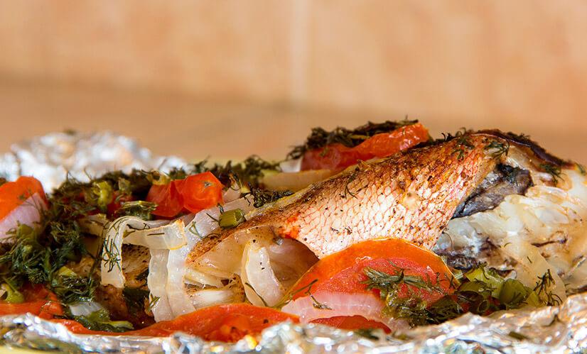 Как приготовить морской окунь на сковороде в сметане