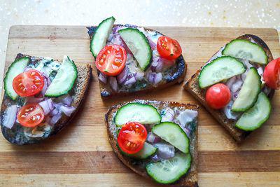 Добавление на хлеб овощей
