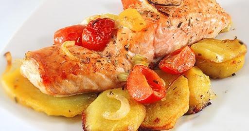 Рецепт приготовления форели целиком с картошкой и помидорами