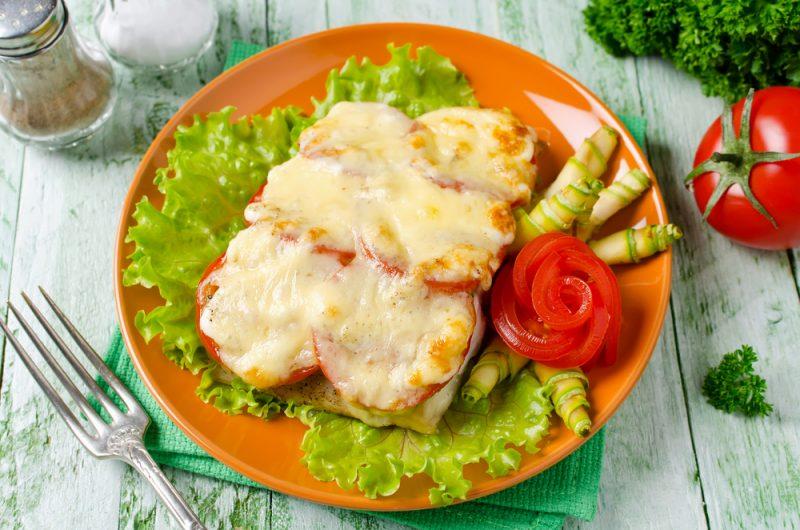 Как приготовить кету с помидорами под сырной корочкой