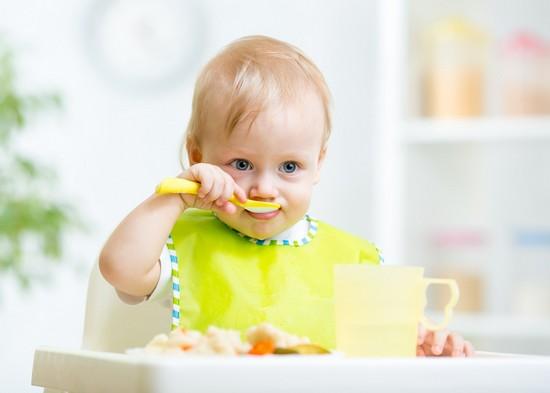 В хеке мало косточек, поэтому его готовят и для детей. Сколько варить хека для ребенка?Готовьте его после закипания тридцать пять – сорок минут .