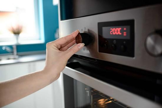 Прогревать духовку