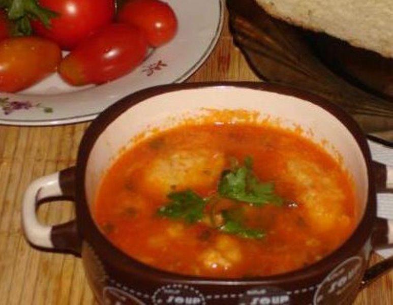 Суп из кильки в томатном соусе с рисом и клецками