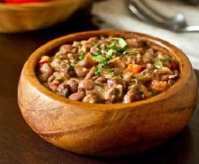 Салат из кильки в томатном соусе с фасолью и майонезом
