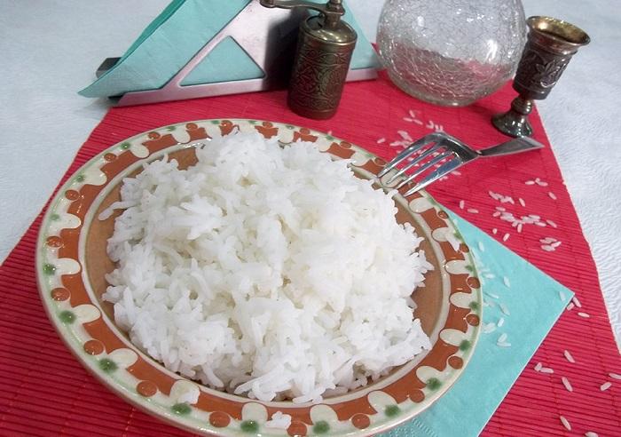 Салат из кильки в томатном соусе с рисом