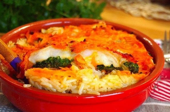 Сытная запеканка из пангасиуса с рисом