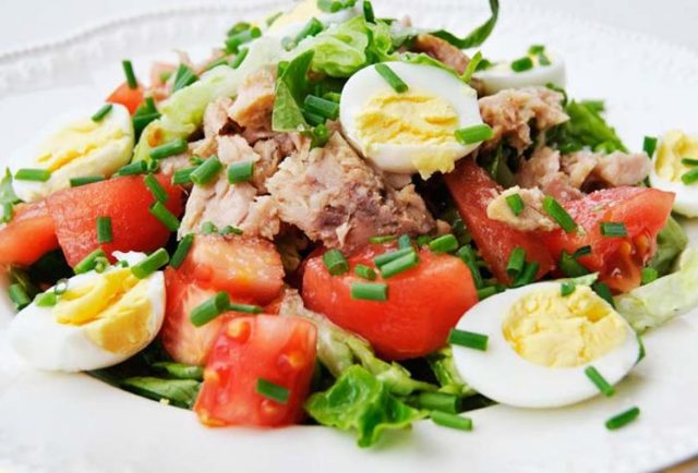 Диетические салаты с консервированным тунцом: лучшие рецепты