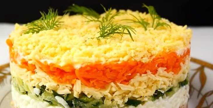 Салат классический с тунцом, огурцом и яйцом