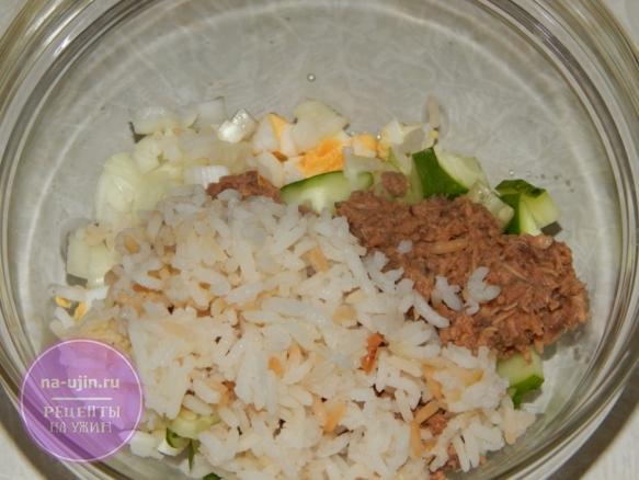 Рецепт салата с консервированным тунцом и рисом 5