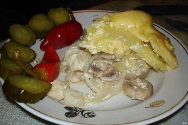 Пангасиус в сметанном соусе с картошкой