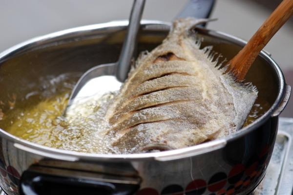 рыба в сотейнике