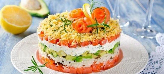 салат с авокадо красной рыбой и рисом