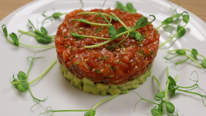 Салат тар-тар из семги и авокадо