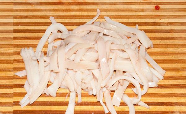 Как правильно варить кальмары для салата, чтобы они были мягкими