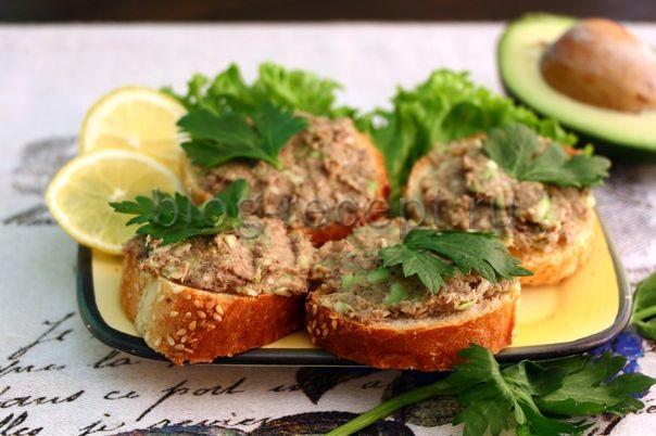 Бутерброды с тунцом и авокадо 1