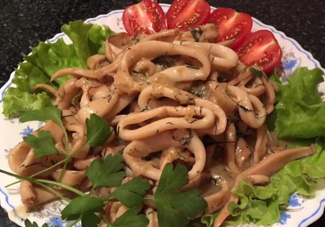 Как правильно приготовить жареные кальмары с луком и майонезом