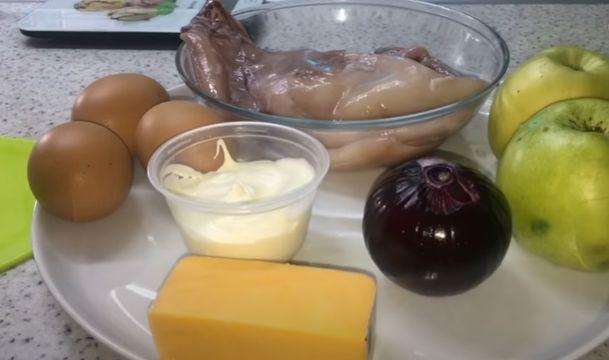 Как приготовить салат с яйцом и кальмаром
