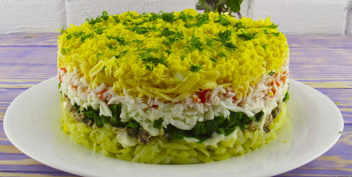 Салат «Аристократ» с крабовыми палочками и тунцом – изысканное ресторанное блюдо из простых продуктов на вашем столе за 30 минут