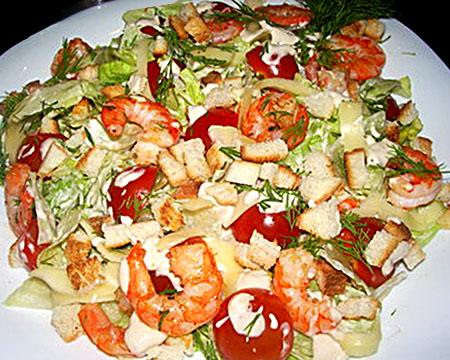 Салат «Цезарь» с жареными креветками