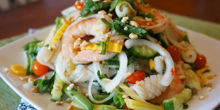 Салат с креветками и кальмарами рецепт