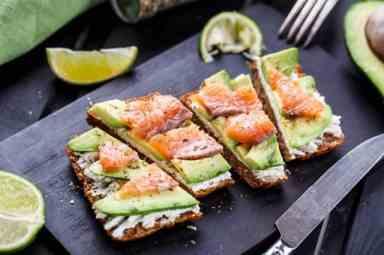Бутерброды с красной рыбой — 13 рецептов приготовления на праздничный стол