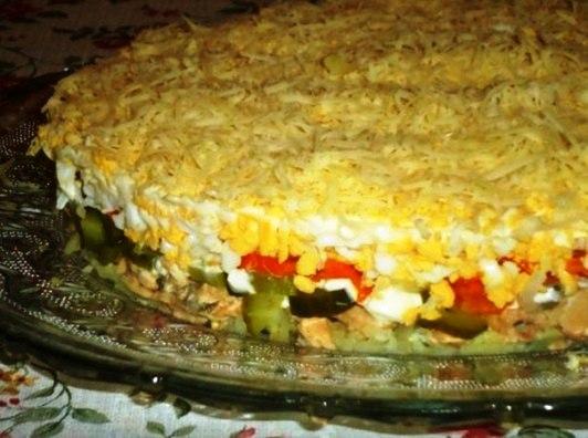 Салат из иваси консервы с картошкой и солеными огурцами и яйцами