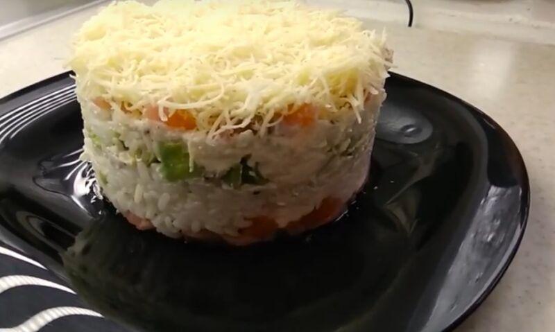 Очень вкусный салат с авокадо и красной рыбой