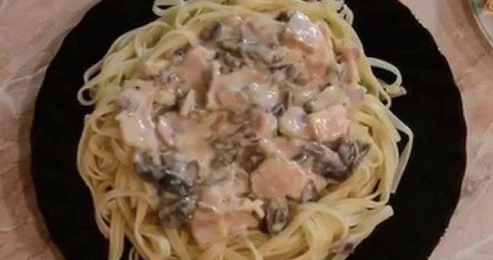 «Карбонара» – паста с морепродуктами в сливочном соусе с ветчиной