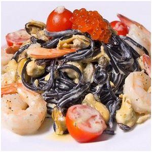 Необычная черная паста в сливочном соусе