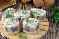 Фото приготовления рецепта: Фуршетные рулетики из сельди с плавленым сыром и солёными огурцами - шаг №14