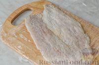 Фото приготовления рецепта: Фуршетные рулетики из сельди с плавленым сыром и солёными огурцами - шаг №3