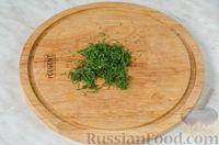 Фото приготовления рецепта: Фуршетные рулетики из сельди с плавленым сыром и солёными огурцами - шаг №4