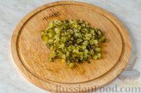 Фото приготовления рецепта: Фуршетные рулетики из сельди с плавленым сыром и солёными огурцами - шаг №6