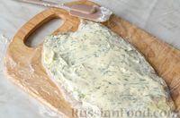 Фото приготовления рецепта: Фуршетные рулетики из сельди с плавленым сыром и солёными огурцами - шаг №8