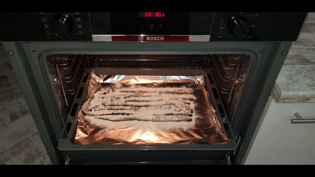 Фото рецепта - Рыба минога запеченная с луком - шаг 3