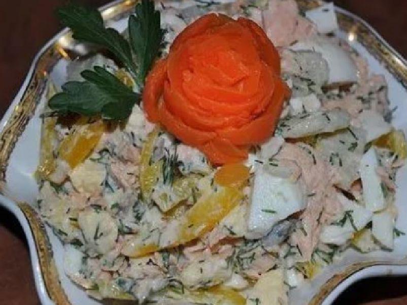 Салат тритон с кальмарами крабовыми палочками и ветчиной