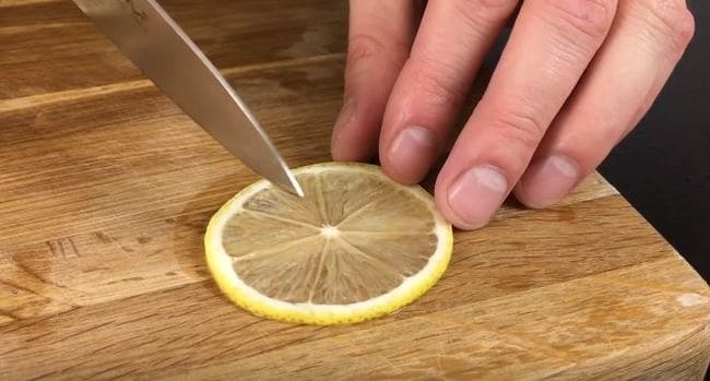 нарезаем лимон кольцами