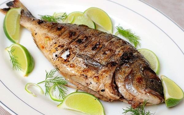 жаренная рыба дорадо
