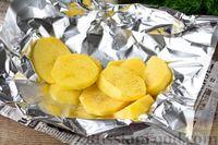 Фото приготовления рецепта: Рыба, запечённая с картошкой и лимоном (в фольге) - шаг №4