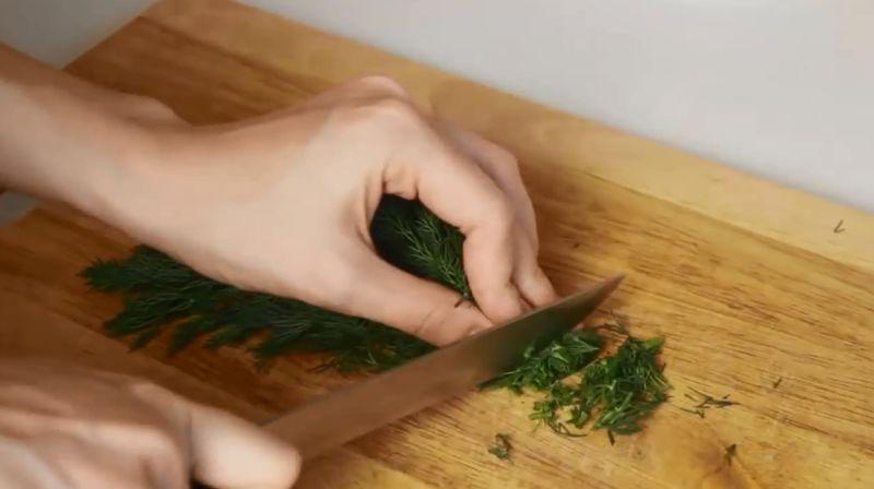 Салат с красной рыбой и икрой – рецепты приготовления