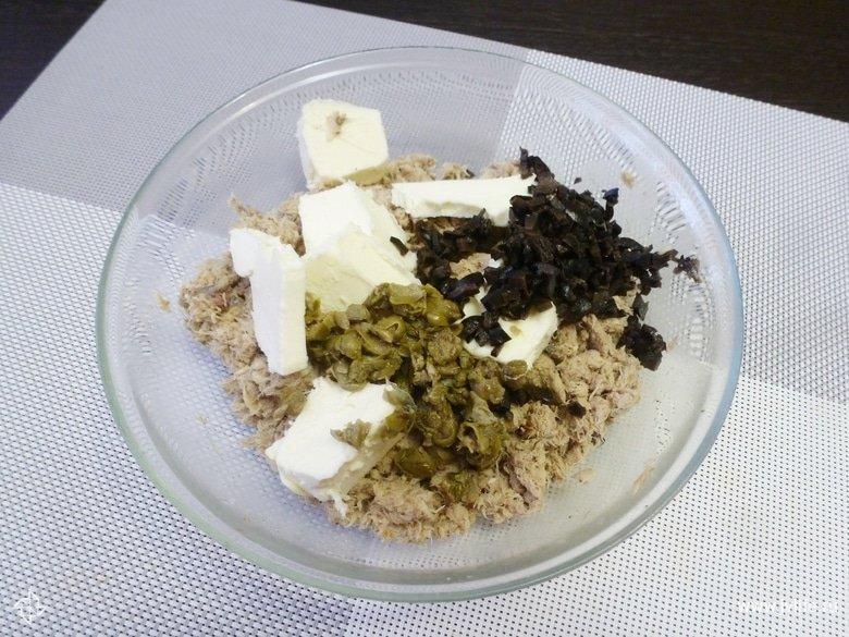Паштет из запеченой скумбрии с чесноком и каперсами
