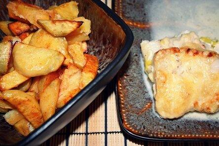 Рыба в духовке с майонезом и луком 1